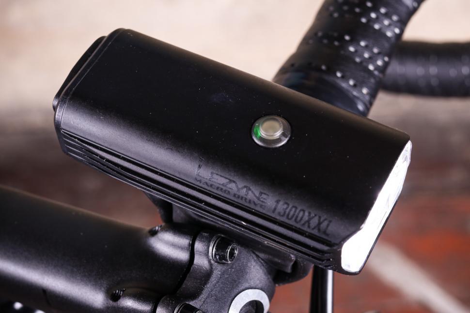 Lezyne Macro Drive 600 XL LED Head Light /& Micro Drive Rear light Black Combo