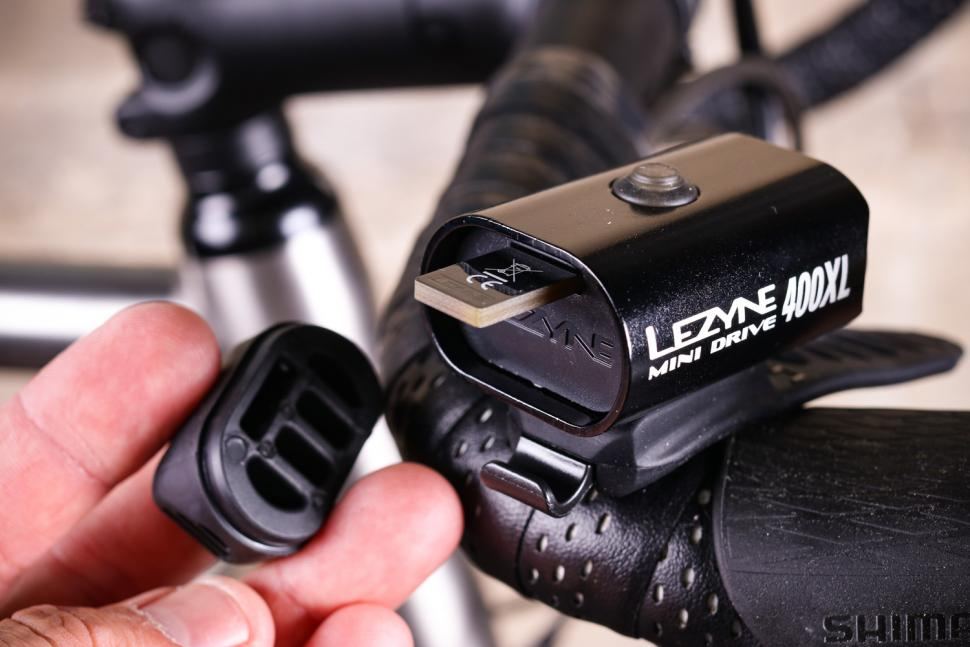 Lezyne Mini Drive 400XL - USB port.jpg