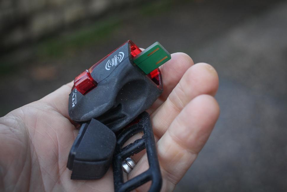 Lezyne Smart Connect set - rear charge port.jpg