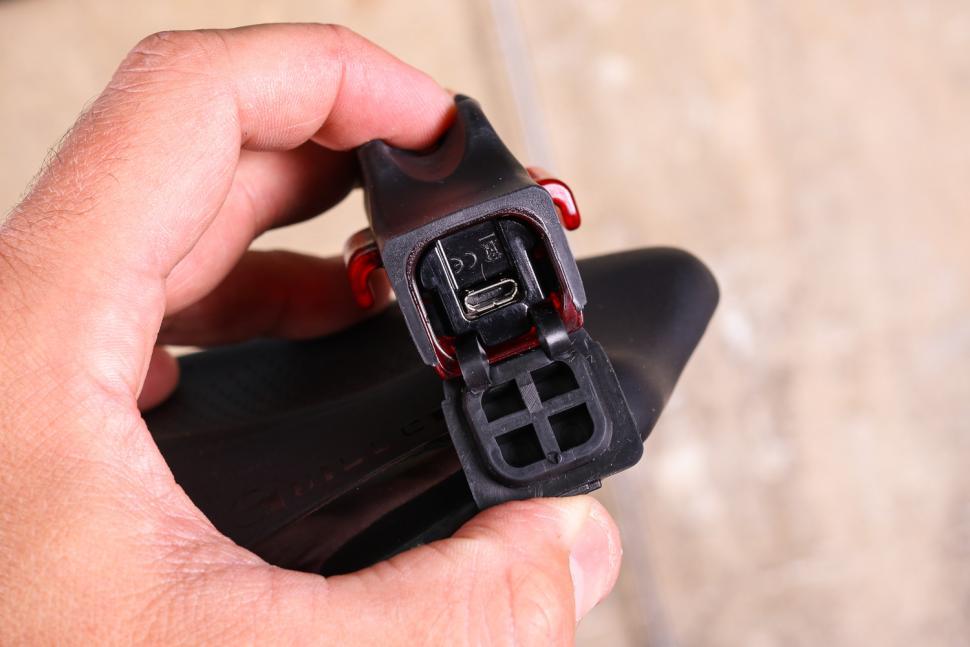 Lezyne Strip Drive 150 Rear - USB port.jpg