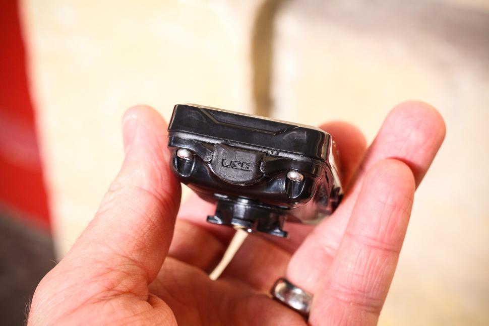 Lezyne Super Navigate GPS Loaded Bundle - unit USB port.jpg