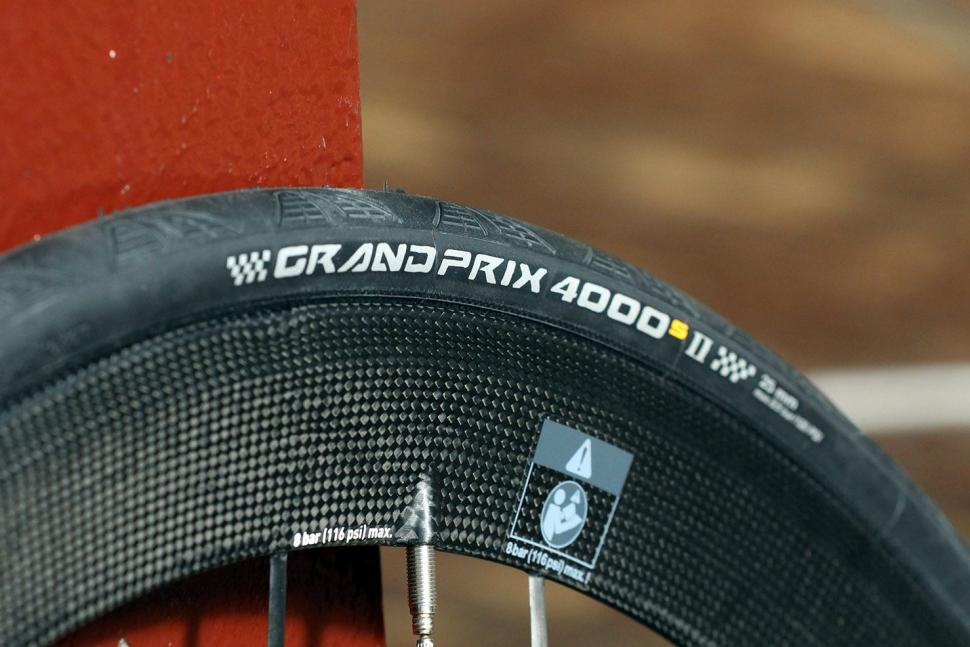 92b81a5b485 Lightweight Meilenstein Carbon Clincher Disc - tyre.jpg