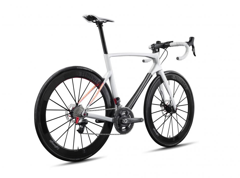 lightweight ride bike 1.jpg