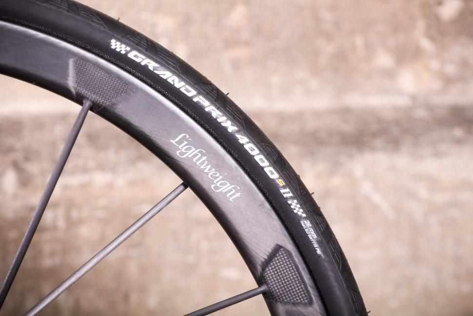Lightweight Urgestalt - tyre and rim.jpg