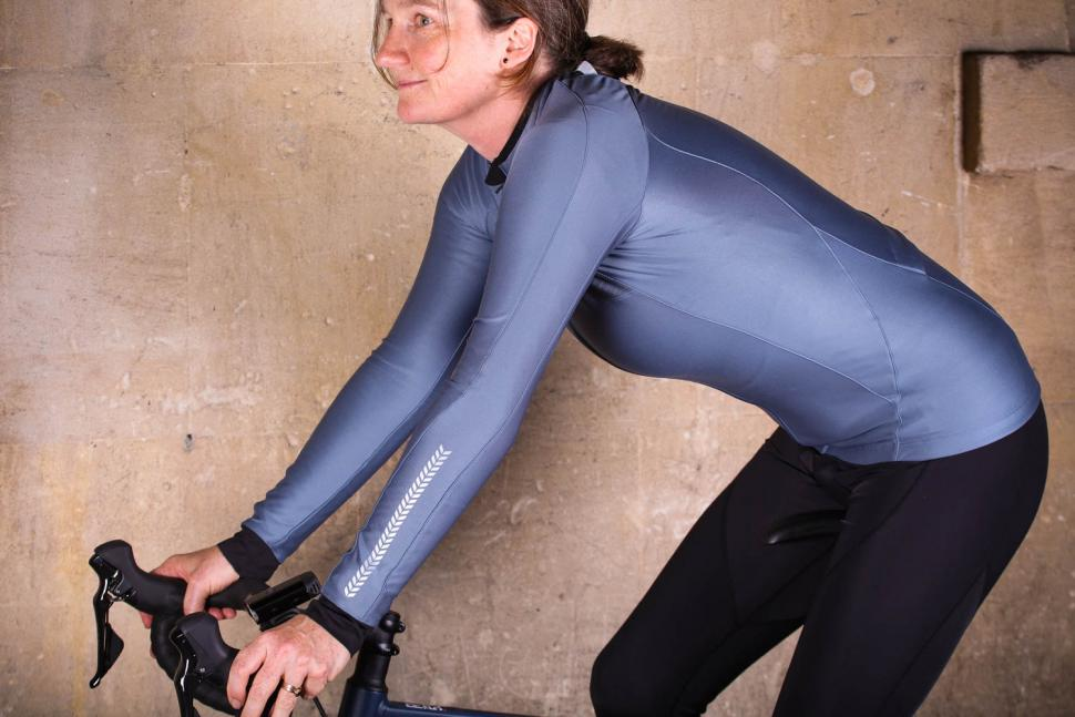 Liv Flara Thermal Long Sleeve Jersey - riding.jpg