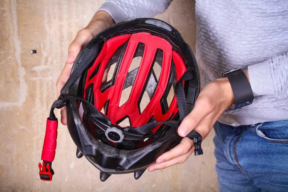 livall_bling_helmet_bh60se_-_inside.jpg