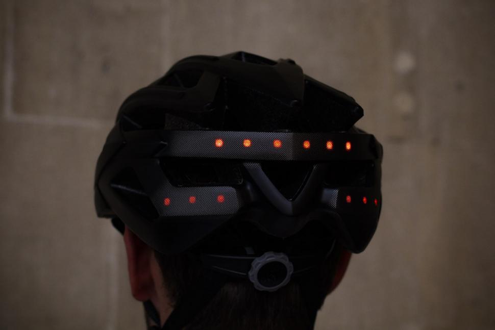 livall_bling_helmet_bh60se_-_lights.jpg