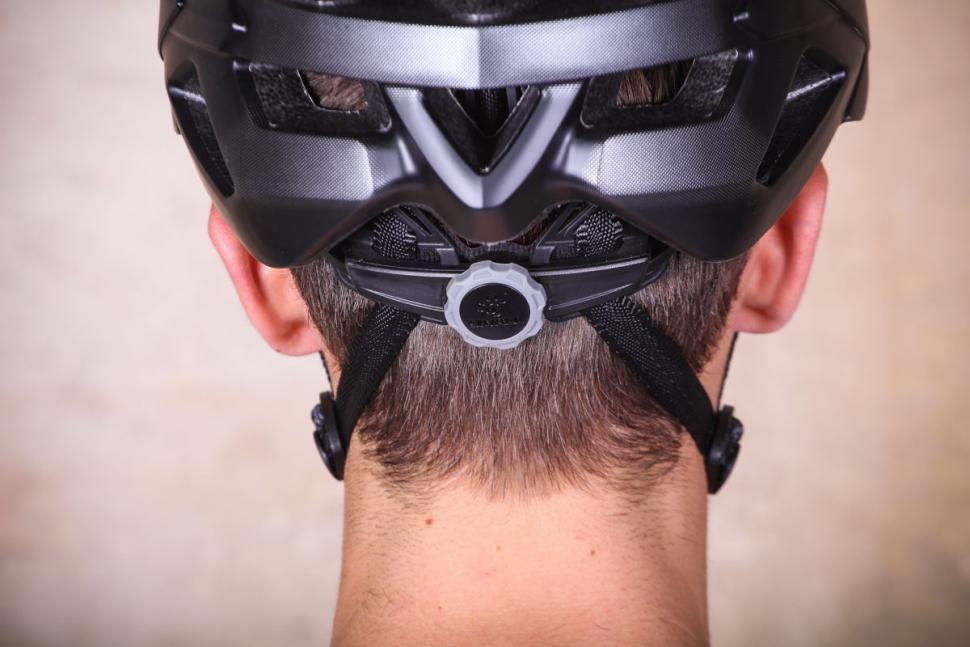 livall_bling_helmet_bh60se_-_tension_system.jpg