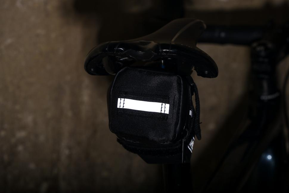 Lomo Bike Saddle Bag - reflective 1.jpg