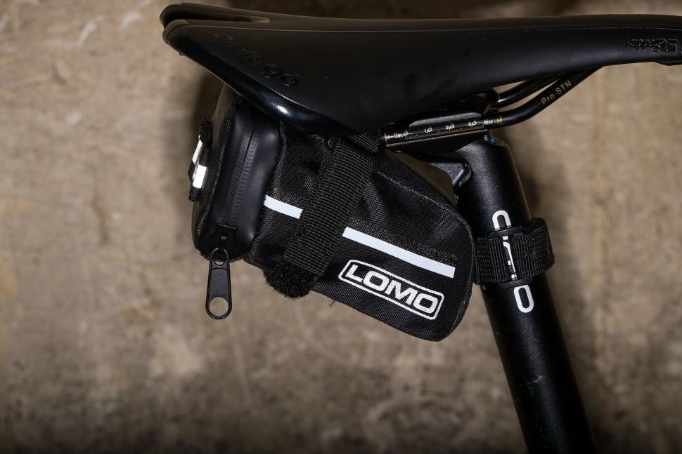 Lomo Bike Saddle Bag - reflective 2.jpg
