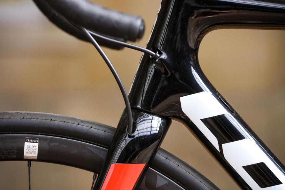 Look 785 Huez RS Disc - cable route.jpg