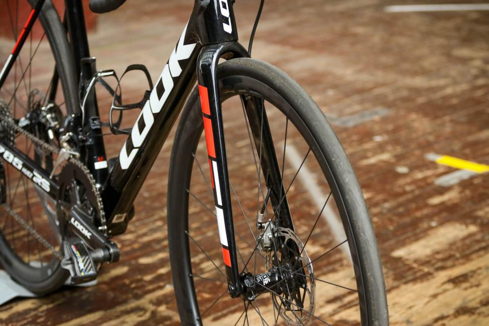 Look 785 Huez RS Disc - fork from front.jpg