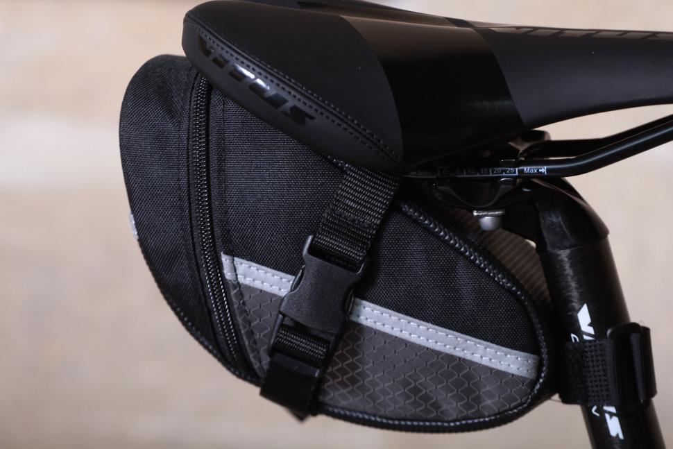 Lotus SH-6702 M Commuter Saddle Bag - side.jpg