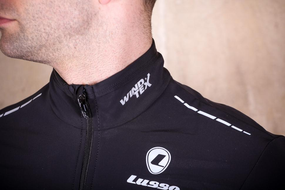 Lusso Mens Aqua Extreme Black V2 Jacket - collar.jpg