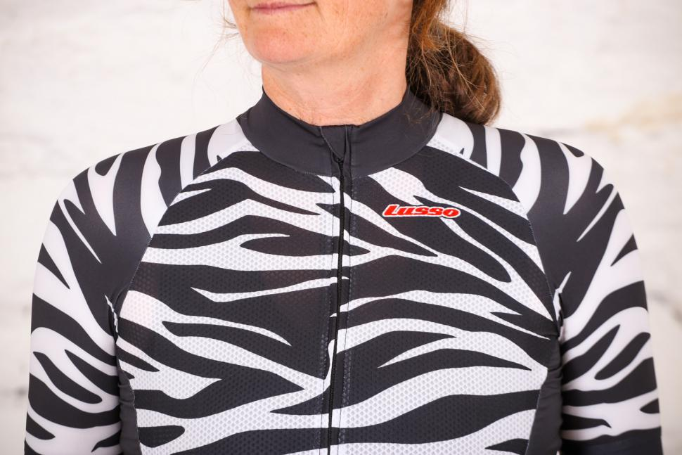 Lusso R1 Style Breathe womens Jersey - chest.jpg