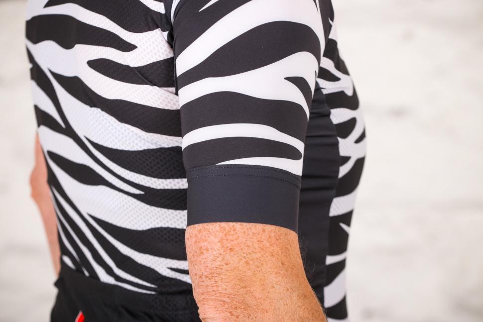 Lusso R1 Style Breathe womens Jersey - cuff.jpg