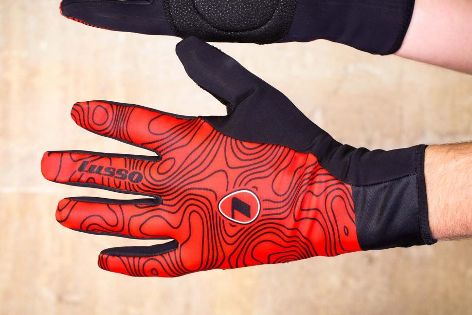 Lusso Windtex Terrain Red Gloves - back.jpg