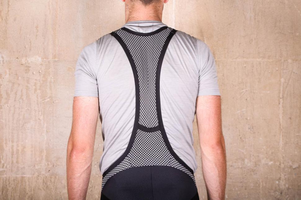 lusso_carbon_bib_shorts_-_straps_back.jpg
