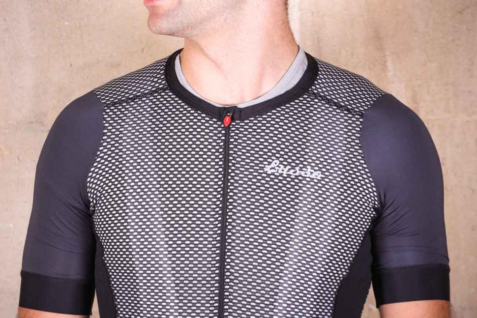 lusso_depart_climbers_jersey_-_chest_and_collar.jpg
