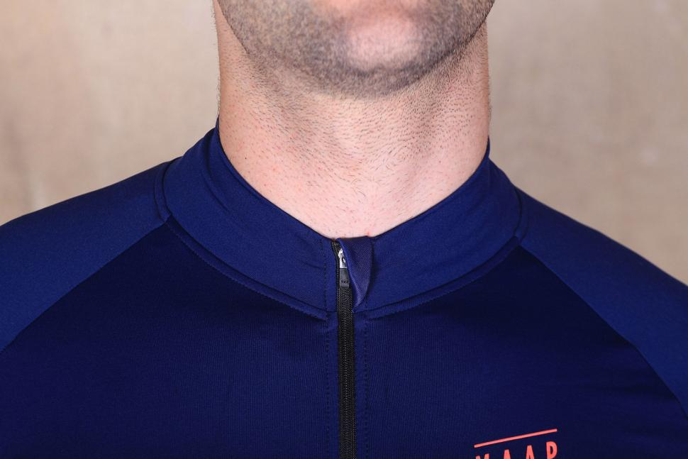 MAAP Base winter Long sleeve Jersey - collar.jpg