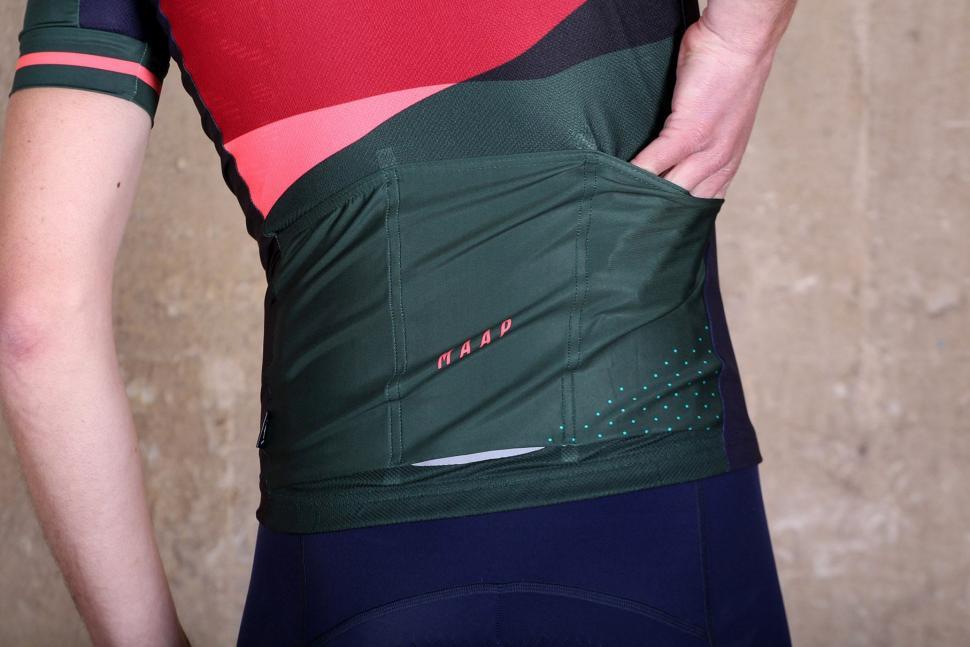 MAAP Blaze Team Short Sleeve Jersey - pockets.jpg 55e2e9597