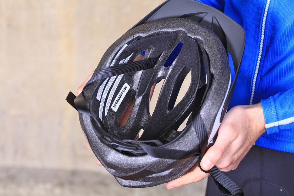 Madison Freewheel Matt White Helmet - inside.jpg