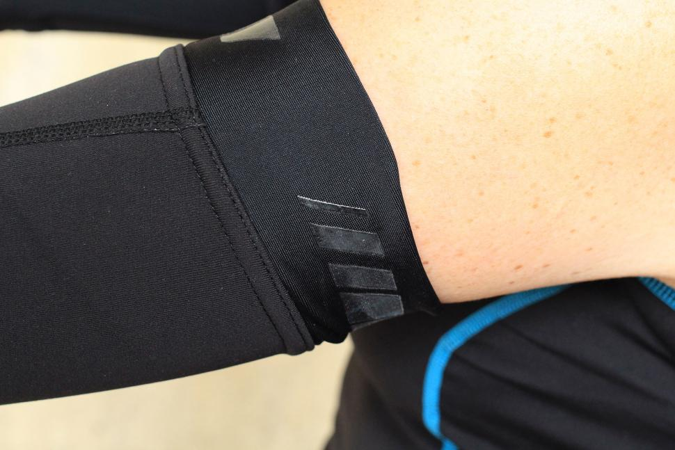 Madison RoadRace Optimus Softshell arm warmers - grip.jpg