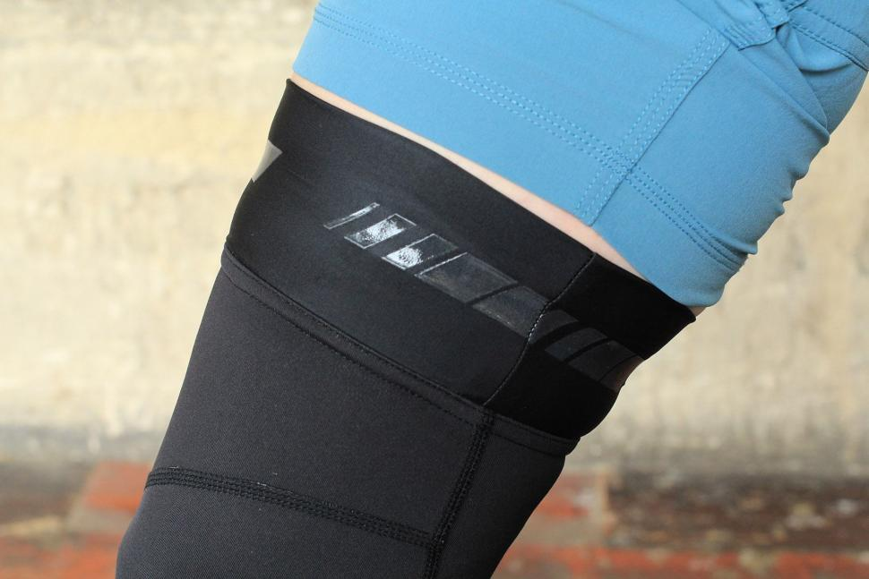 Madison RoadRace Optimus Softshell knee warmers - grip.jpg