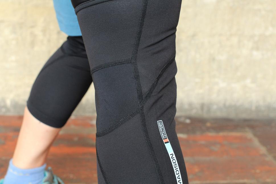 Madison RoadRace Optimus Softshell knee warmers - seams.jpg