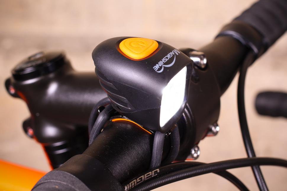 Magicshine MJ-902B 1600 lumen Bluetooth Bike Headlight USB 5.2Ah Battery pack