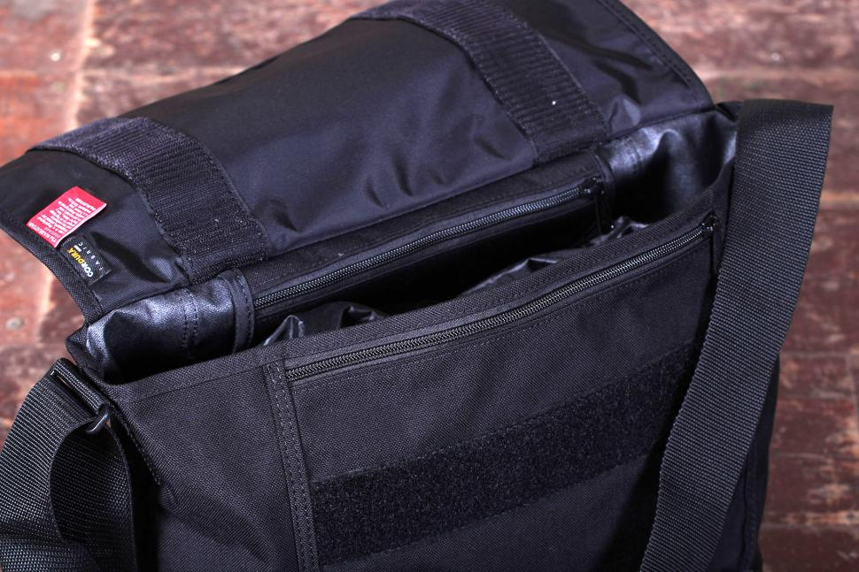 Manhattan Portage NY Messenger Bag (Medium) - opening.jpg