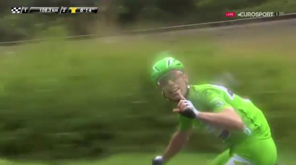 Mark Cavendish post pee-break 2016 Tour de France (Eurosport Twitter video still).PNG