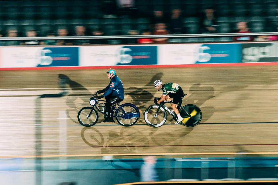 Mark Cavendish wins the Derny on opening night of 6 Day London 2019