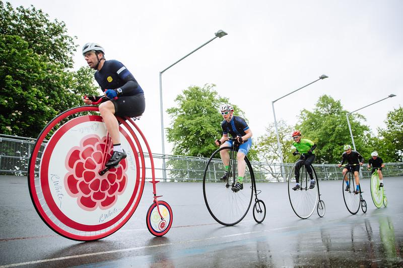 mark_beaumont_leads_penny_furthing_riders_at_herne_hill_velodrome_picture_via_r.whites.jpg
