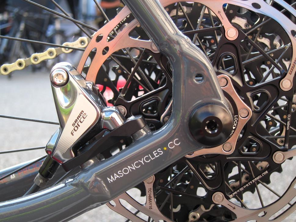 Mason Bokeh Eurobike 2016 - Flat Mount Rear Bolt Thru.jpg