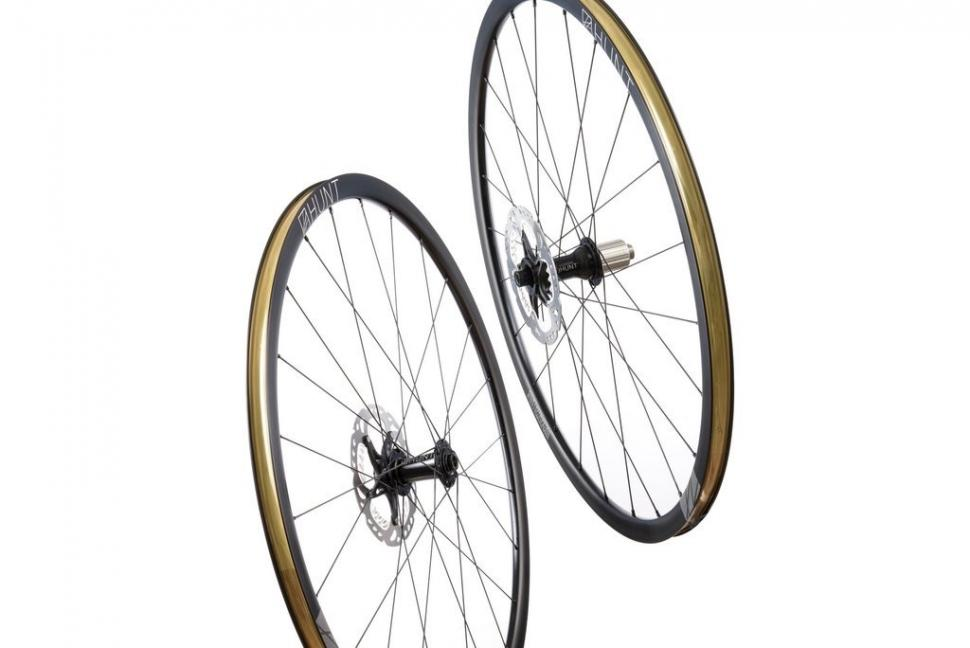 Mason-Hunt-4-Season-Disc-Wheelset-Hero_c68b2861-842c-46bb-803a-5f13906aa1cf_1024x1024 (1)