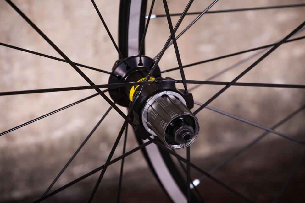 Mavic Aksium wheelset - rear hub.jpg