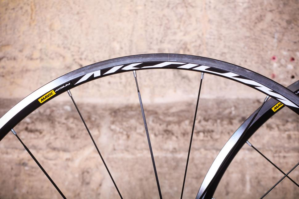 Mavic Aksium wheelset - rim.jpg