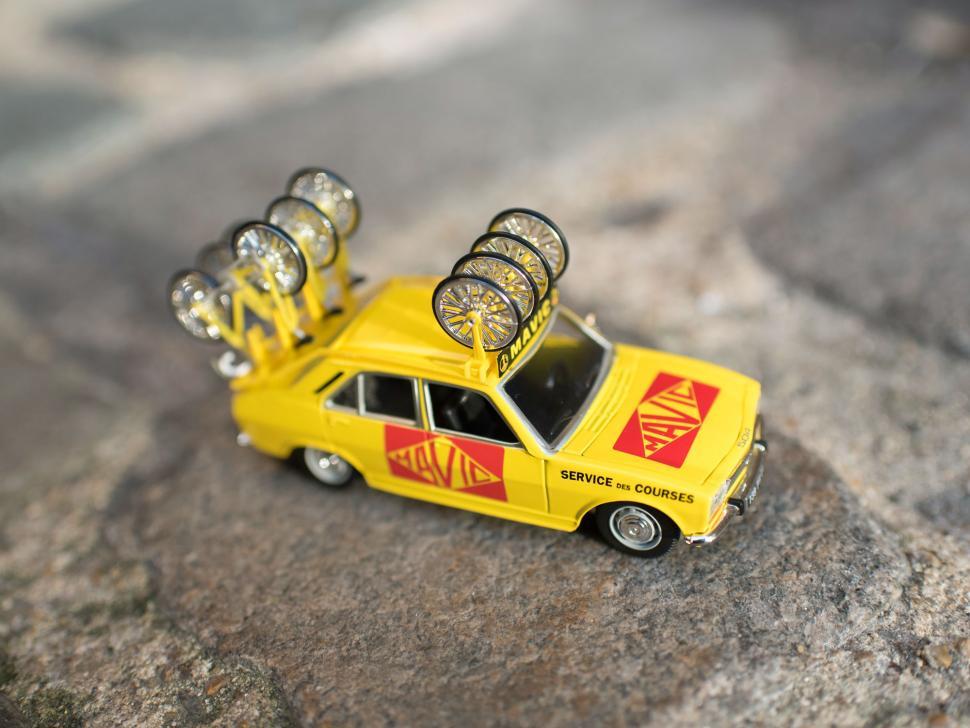 Mavic Car Cobble.jpg