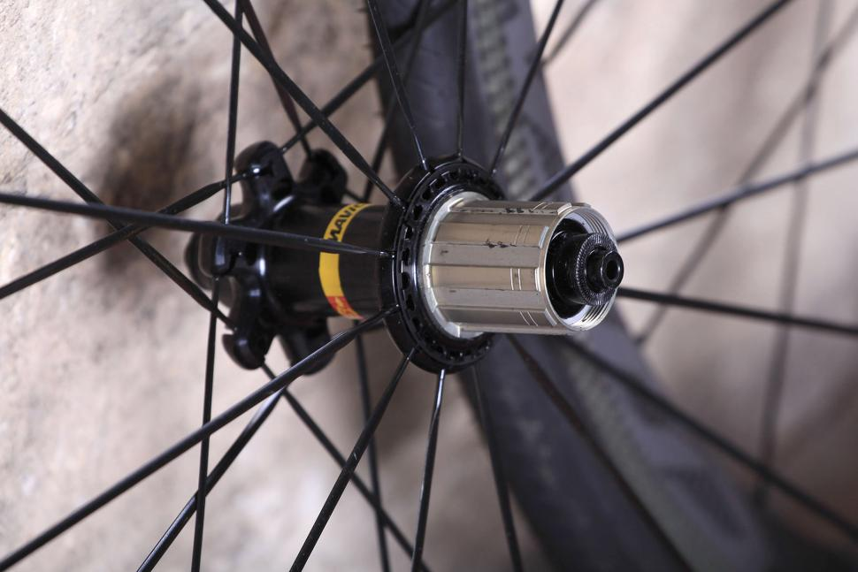 Mavic Cosmic Pro Carbon SL C wheelset - rear hub.jpg