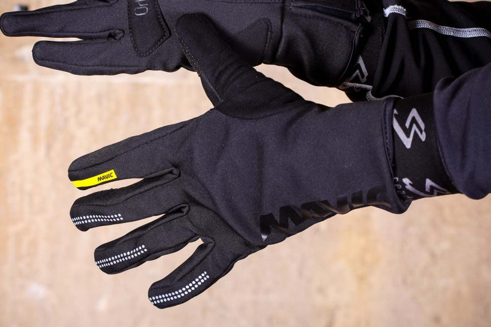 Mavic Essential Thermo Glove - back.jpg