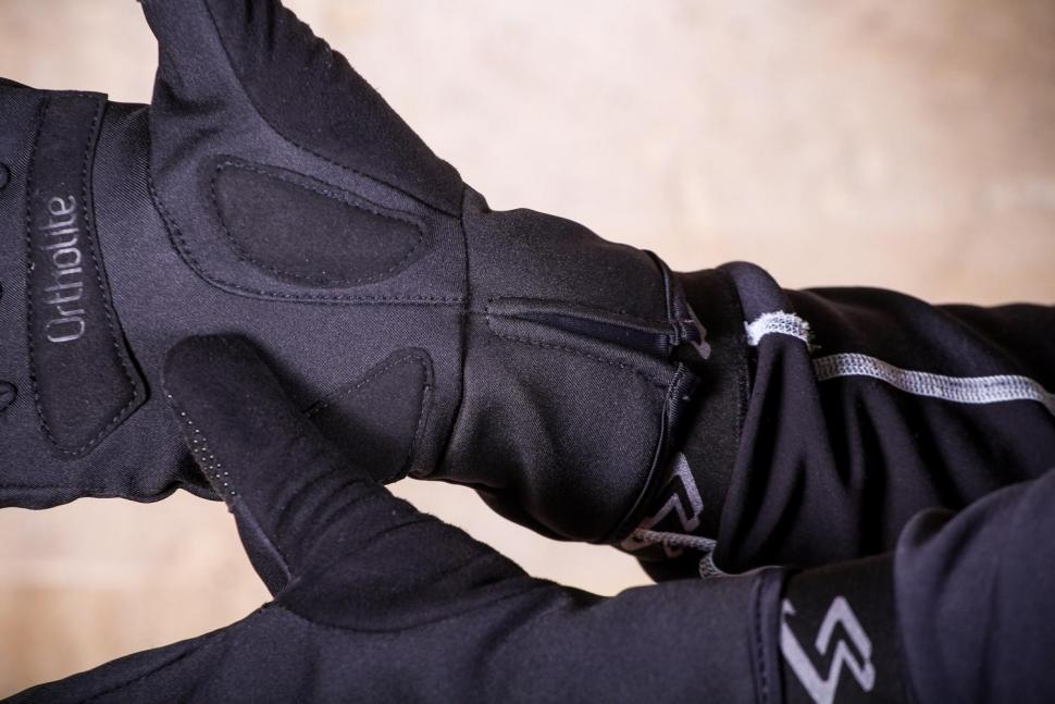 Mavic Essential Thermo Glove - cuff.jpg