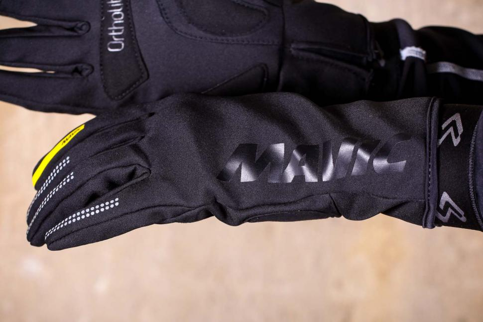 Mavic Essential Thermo Glove - logo.jpg