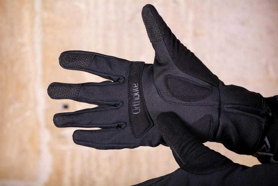 Mavic Essential Thermo Glove - palm.jpg
