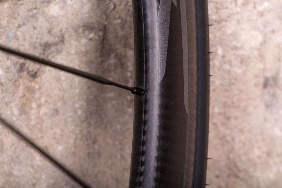 mavic_cosmic_pro_carbon_sl_ust_-_spoke_nipple.jpg