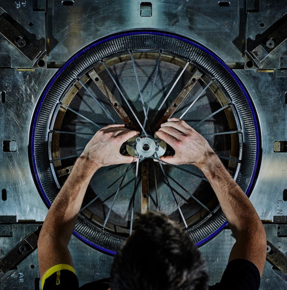 mavic_cosmic_ultimate_ust_carbon_tubeless_wheels10.jpg