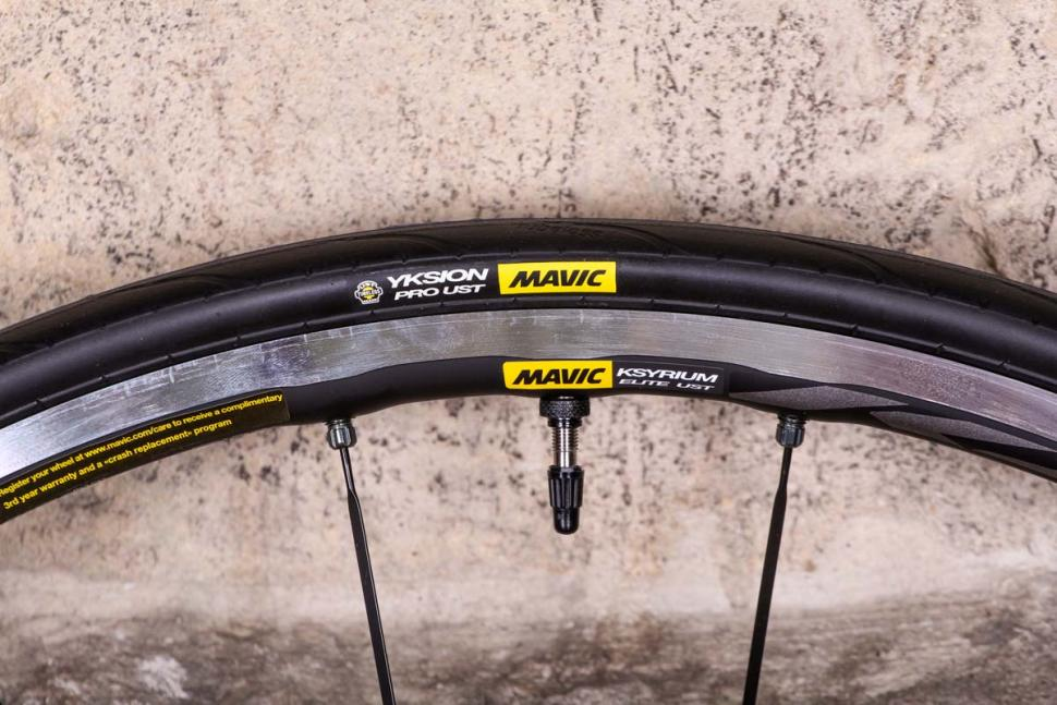 mavic_ksyrium_elite_ust_wheelset_-_rim_and_tyre.jpg