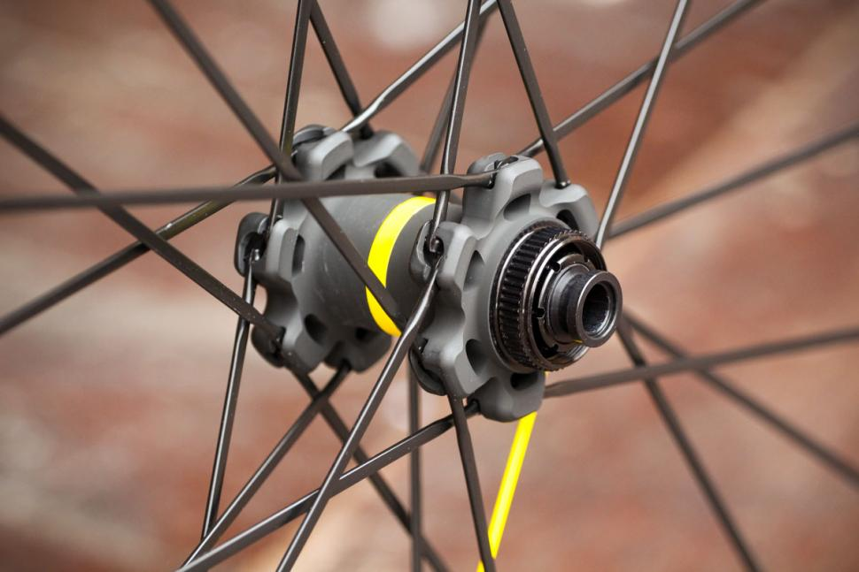 mavic_ksyrium_pro_ust_disc_wheel_set_-_front_hub.jpg
