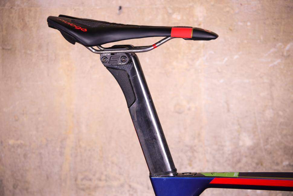 Merida Reacto Disc Team-E - saddle and post.jpg