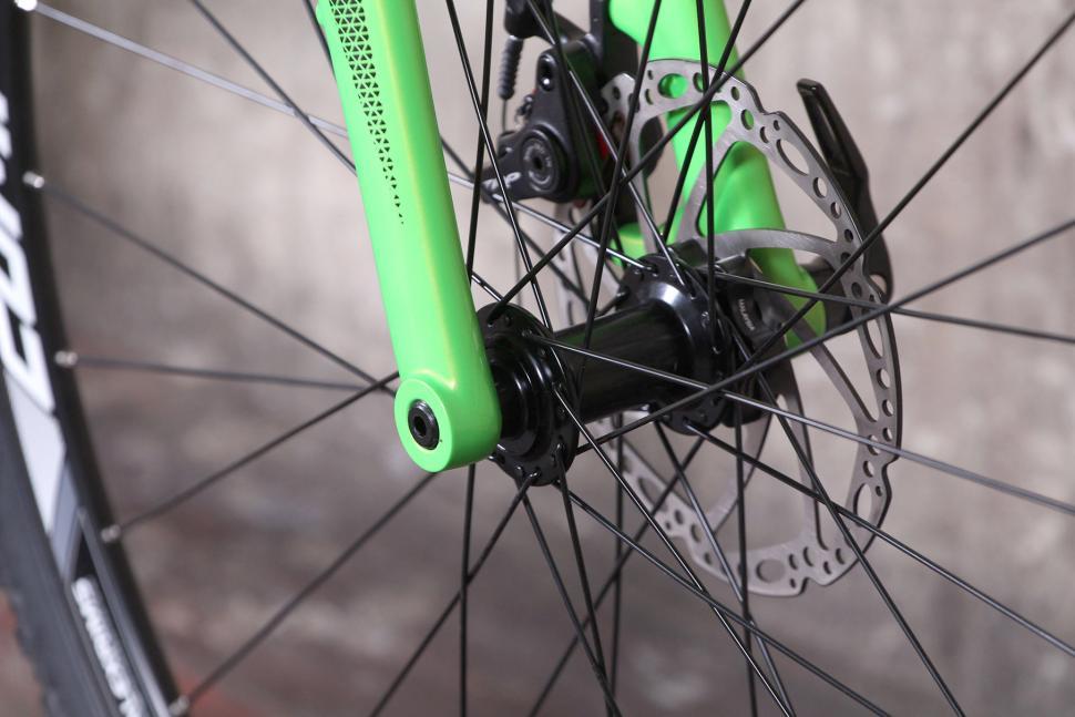 Merida Cyclocross 5000 - front hub.jpg